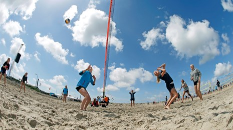 beach-volleyball-himmel-sand.jpg